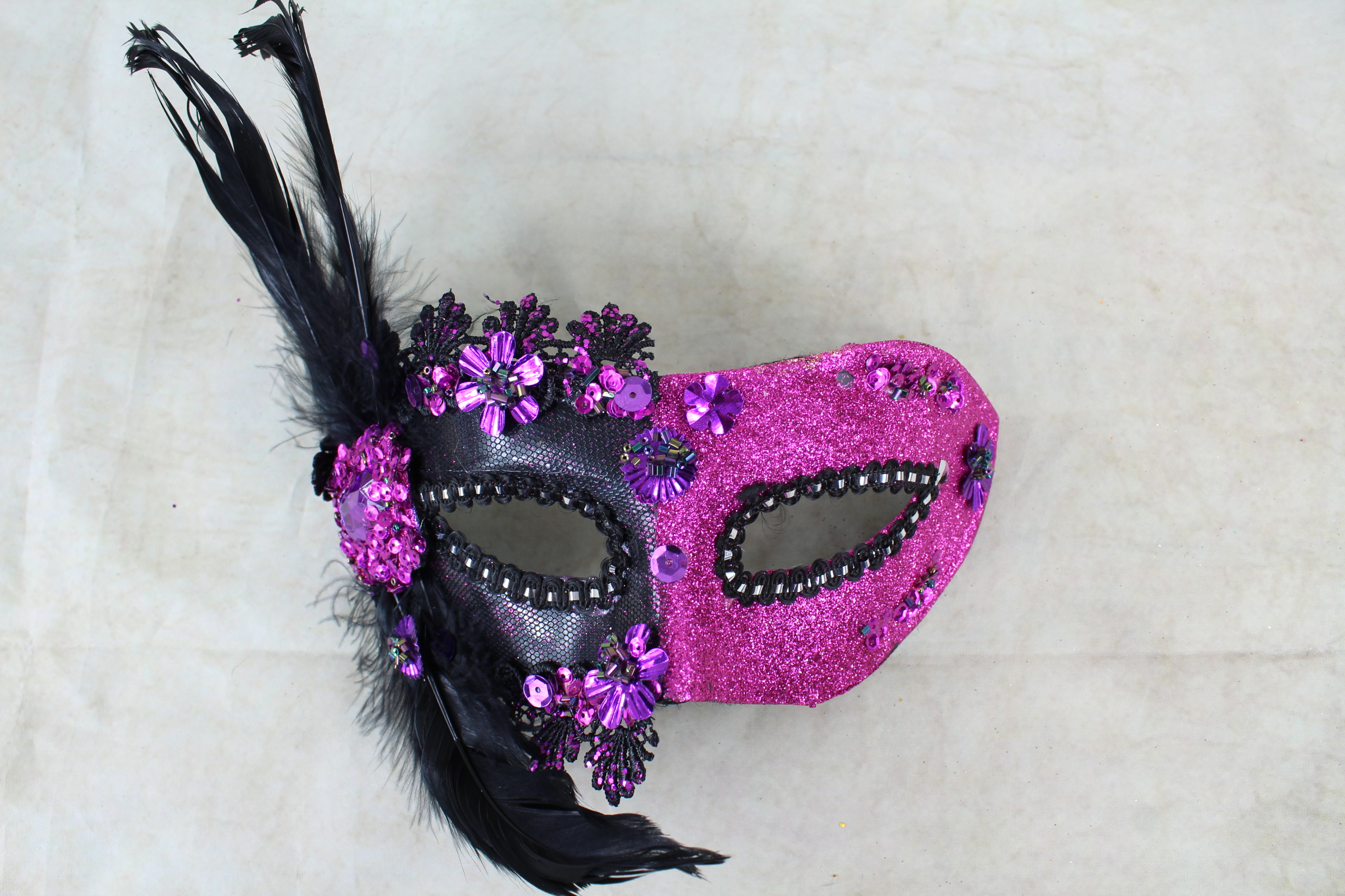 4 x two Tone Mask With Gems And Coque Feathers
