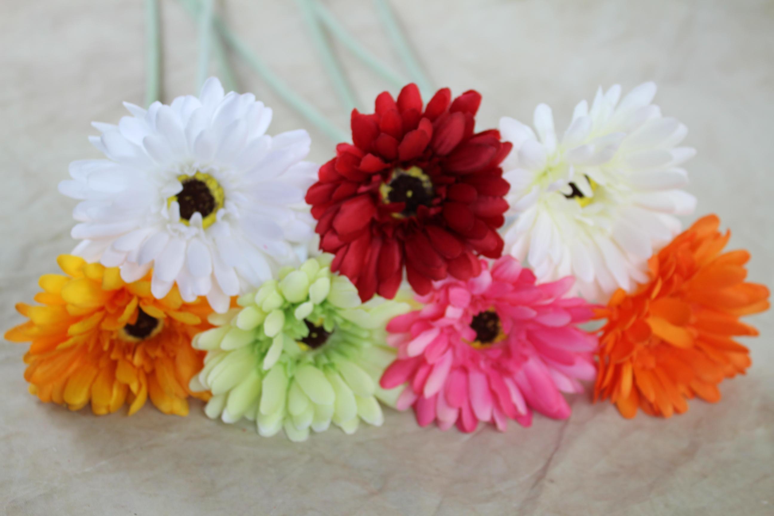 36 x 9cm Gerbera daisy on 48cm stem